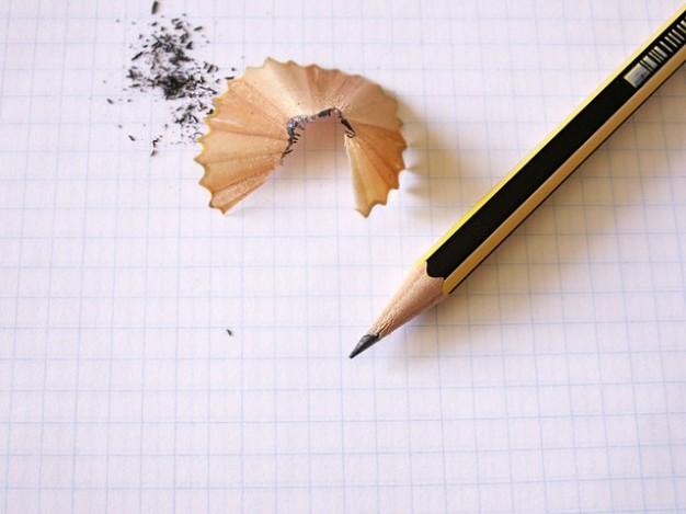 notas-lapiz-nota-papel-de-dibujo-escrito_121-2269